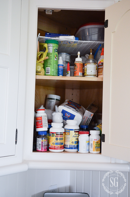 0RGANIZING KITCHEN CABINETS IN 10 MINUTES A DAY- Make your kitchen cabinets clean and organiized