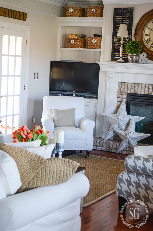 WINTER IN THE FAMILY ROOM-Keeping decor simple and fresh