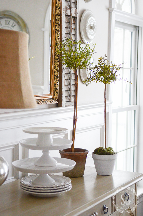 THE SIMPLICITY AND GRACE OF A DINING ROOM