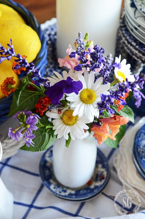 FARMHOUSE FLORALS-Easy tips for charming farmhouse influenced arrangement.
