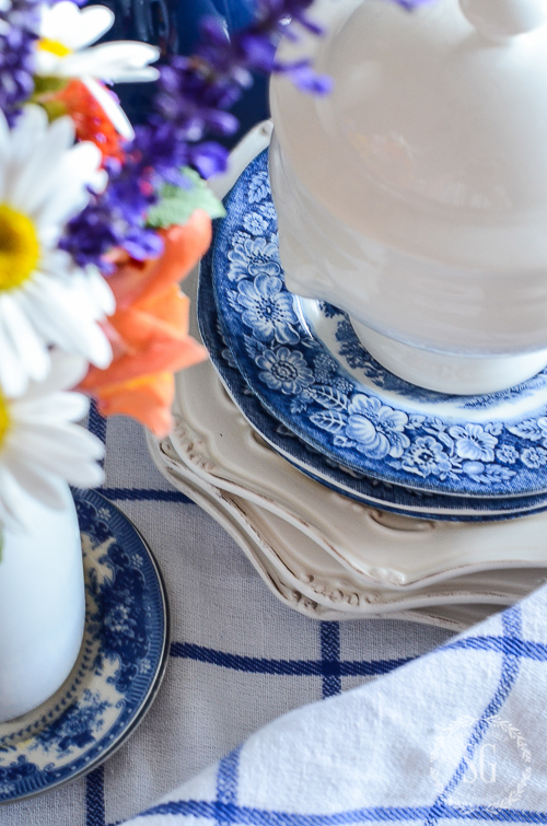 FARMHOUSE FLORALS-Easy tips for charming farmhouse influenced arrangement