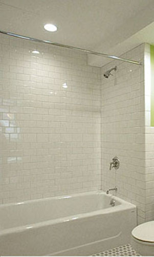 incredible-glass-tile-tub-surround-Dkjg21