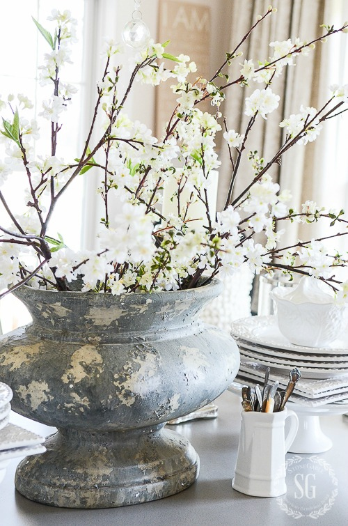 HOW TO ADD SPRING TO YOUR HOME DECOR