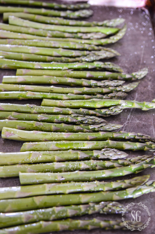 PERFECTLY ROASTED ASPARAGUS- An easy and so delicious side dish