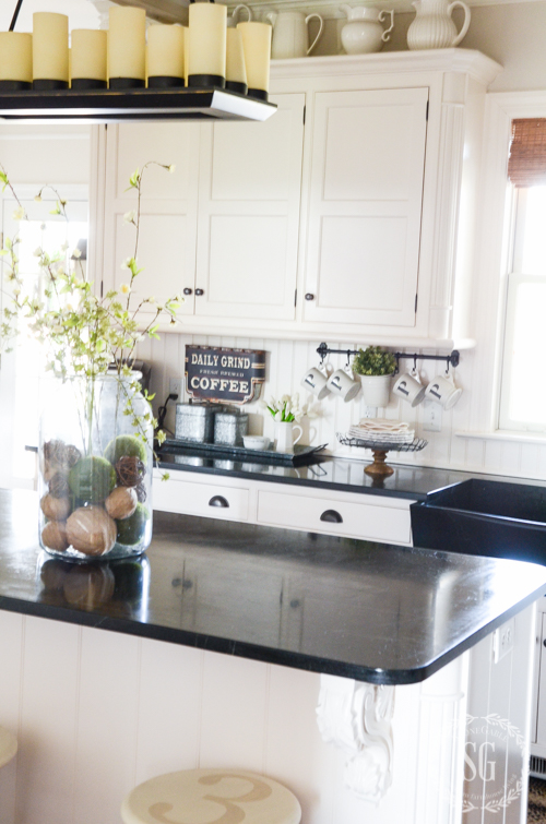 SPRING FARMHOUSE KITCHEN DETAILS-Great details in a farmhouse kitchen. Lots of inspiration