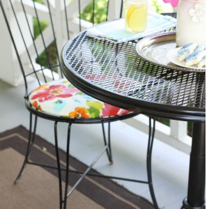 How to cover a chair pad  https://loveofhome.net/recovering-chair-seats/ ‎