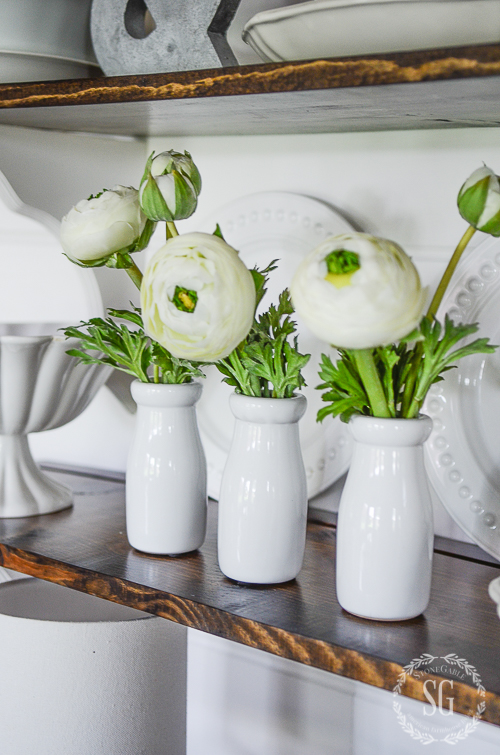 10 MINUTE DECORATING WITH FAUX FLOWERS- How to use beautiful faux blooms to enhance your home
