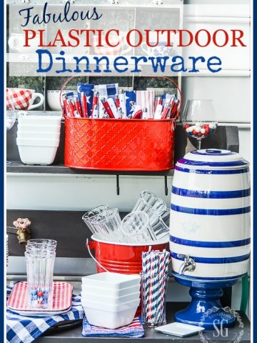 FABULOUS PLASTIC OUTDOOR DINNERWARE- Yes, you can use plastic plates... and have a fabulous tablescape too!
