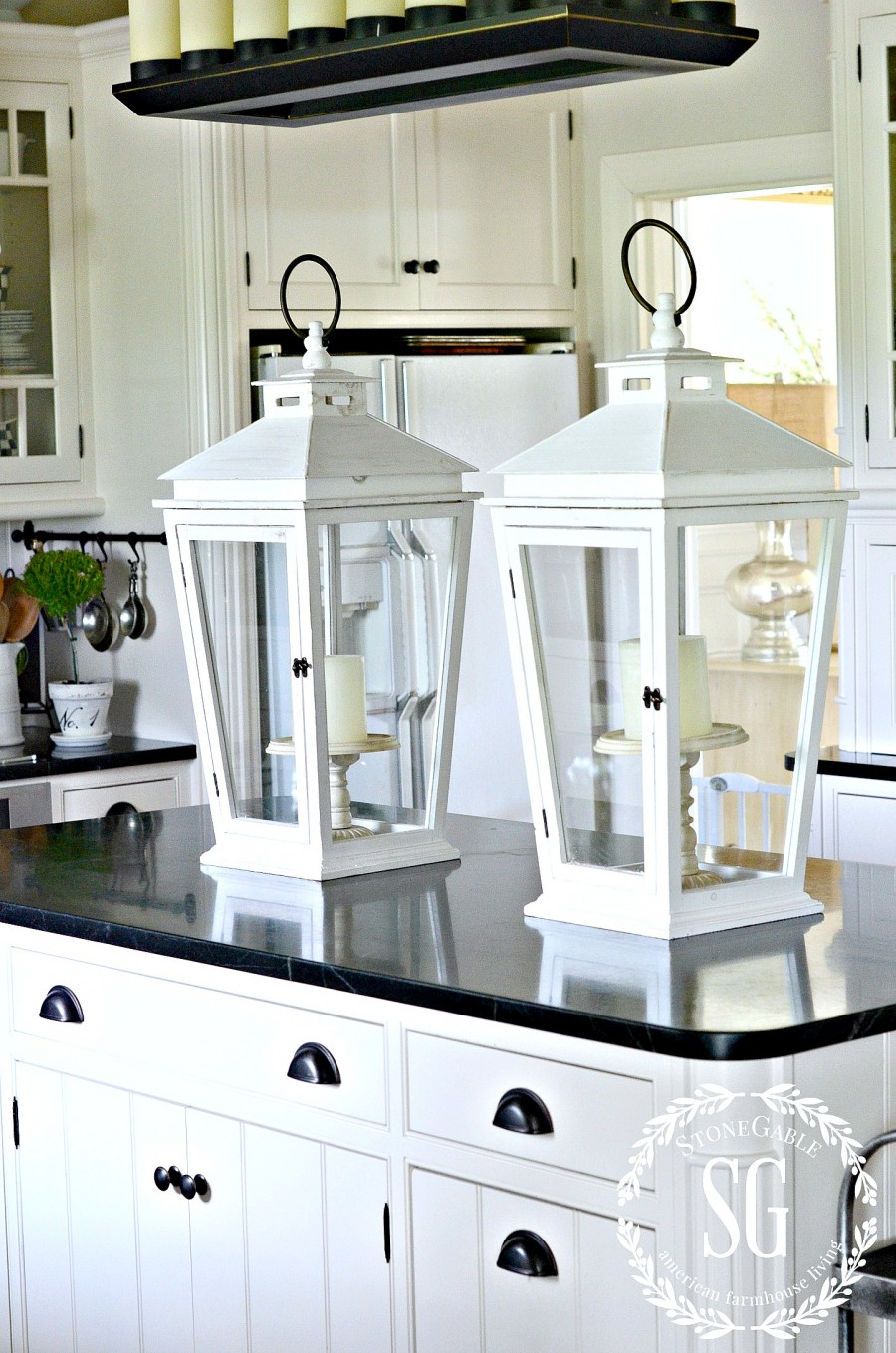 8 WAYS TO BRIGHTEN UP YOUR KITCHEN- Nothing brightens up your kitchen like a little bit of white. Here's some clever ways to create a radiant and fresh kitchen!