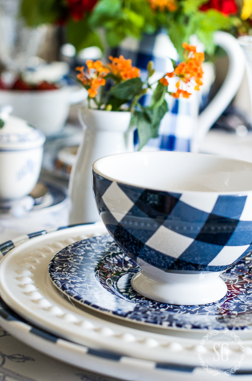 FARMHOUSE BREAKFAST TABLESCAPE- A blue and white farmhouse inspired tablescape!
