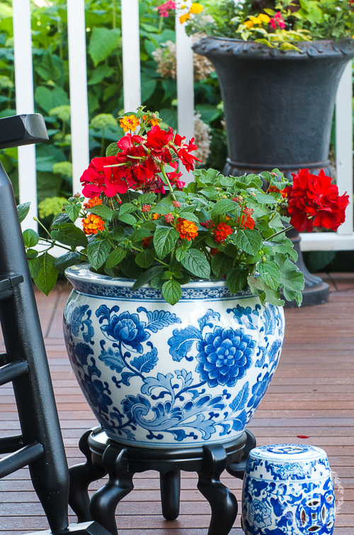 BRIGHT AND BOLD FRONT PORCH SITTING-CREATING AN EASY SMALL SPACE FULL OF INSPIRATION. YOU CAN DO THIS!