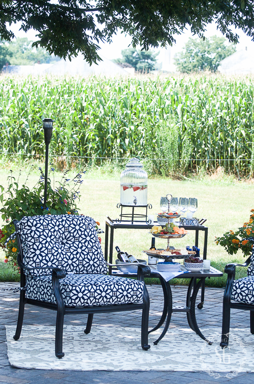 AL FRESCO DINING-Creating a beautiful dining space with these easy tips.