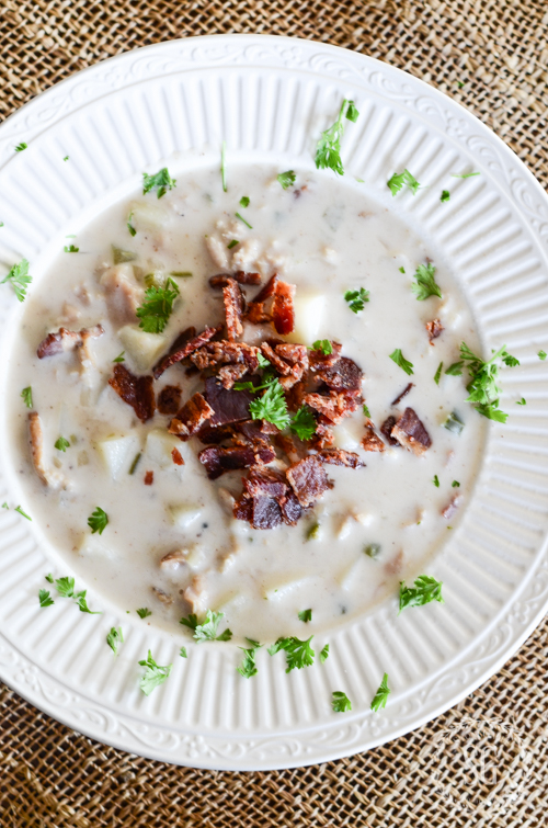 SCRUMPTIOUS CLAM CHOWDER- A chunky, hearty, soup that's a meal. Quick and easy enough to make for a weeknight dinner!