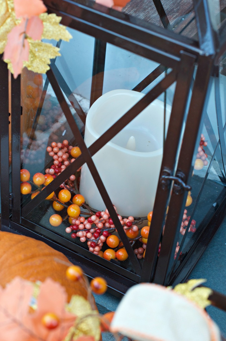 FALL OUTDOOR DECORATING WITH LANTERNS- Here's an easy way to light up your fall decorating