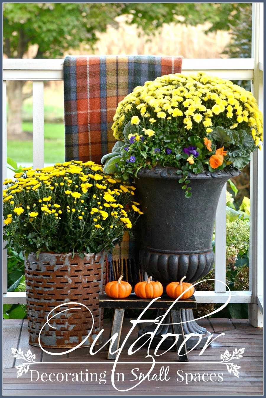 Outdoor fall decorating in small spaces stonegable for Outside decor