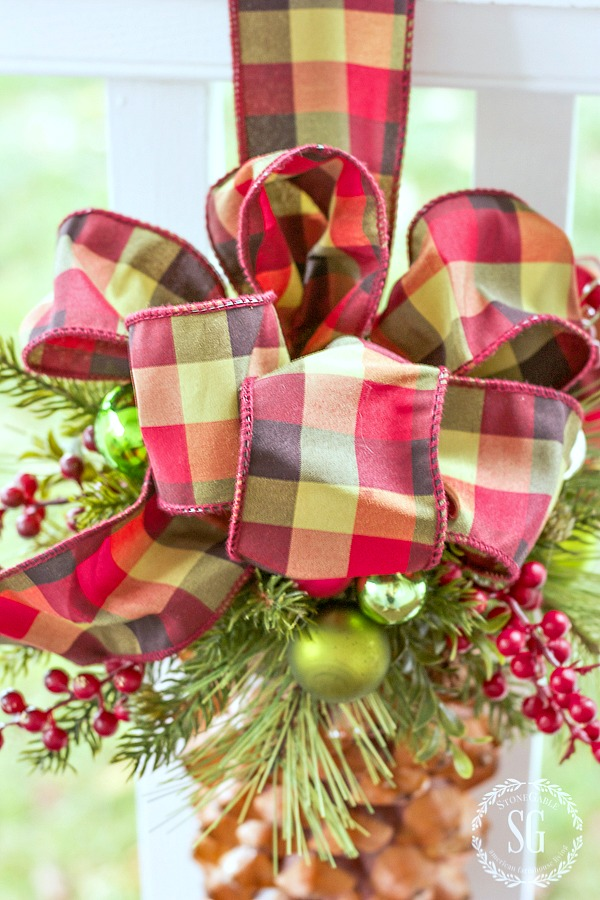 WOW FACTOR CHRISTMAS TREE ORNAMENT-A super easy and very impressive Christmas ornament! A mix of beautiful natural elements and bright plaid!