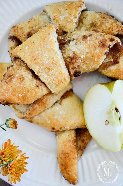 APPLE PIE CROISSANT BITES- A scrumptious flaky, apple pie bundle of goodness!