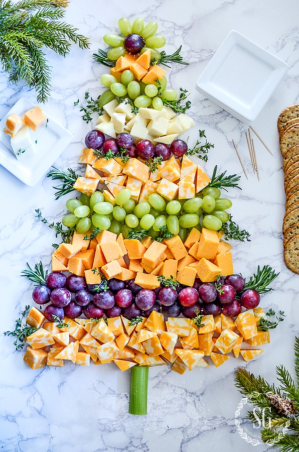 OH, CHRISTMAS TREE CHEESE BOARD- an real crowd pleaser! I'll show you how to put it together.