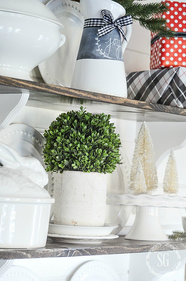 1-christmas-blog-walk-2016-boxwood-open-shelves-stonegableblog-1