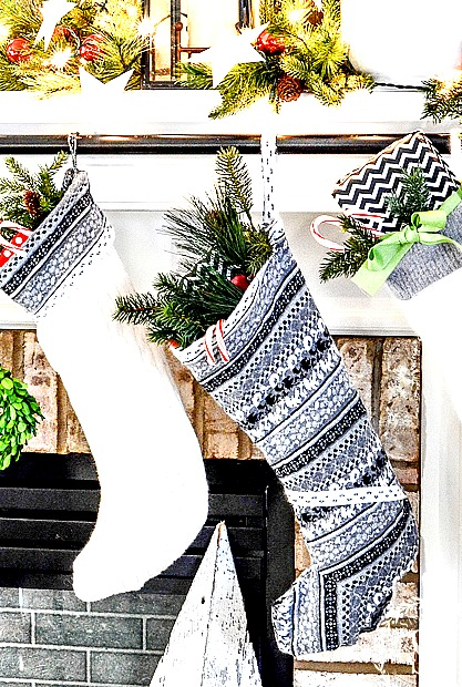 HOW TO HANG CHRISTMAS STOCKING THE EASY WAY! What a brilliant idea!