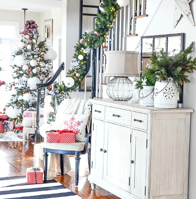 FARMHOUSE CHRISTMAS FOYER-a merry and bright foyer