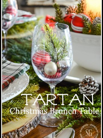 TARTAN CHRISTMAS BRUNCH TABLESCAPE