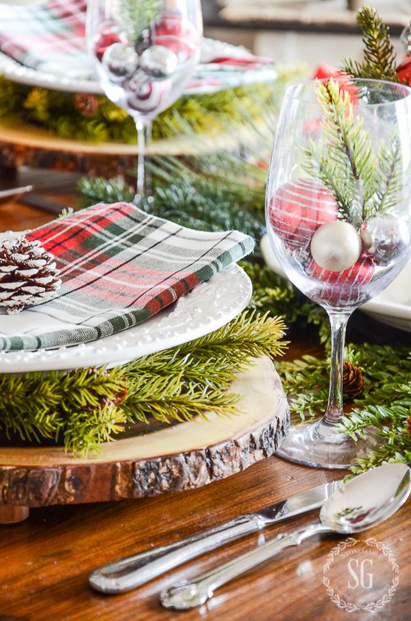 TARTAN CHRISTMAS BRUNCH TABLESCAPE