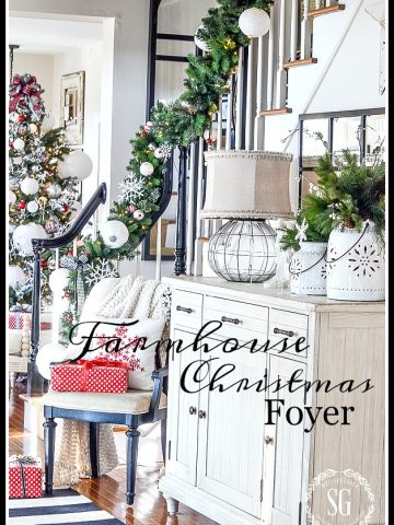 FARMHOUSE KITCHEN FOYER-a merry and bright foyer