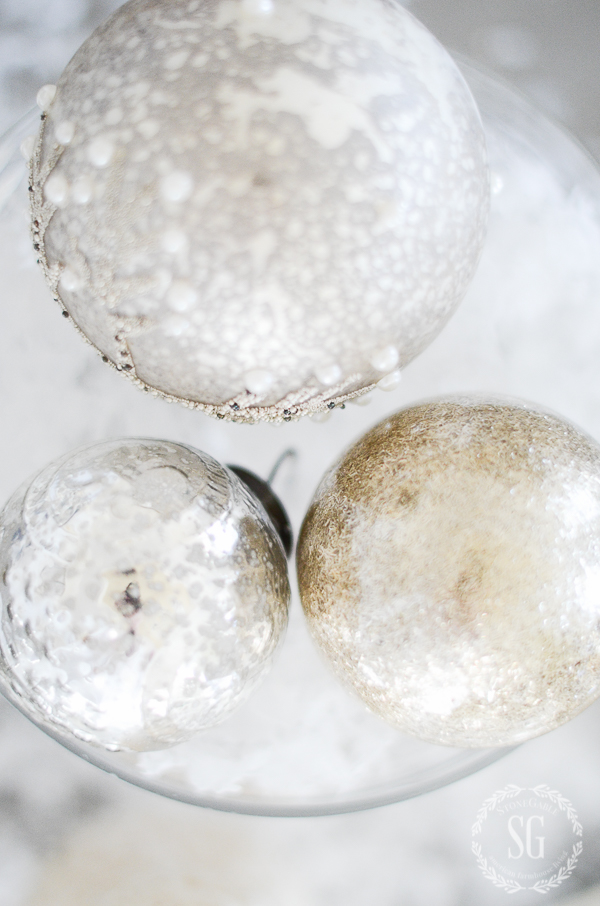 winter-white-christmas-tablescape-mercury-glas-christmas-balls-stonegableblog
