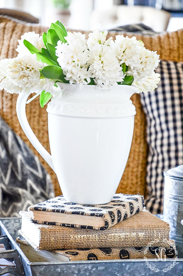 EASY FARMHOUSE VIGNETTE-Create a vignette with farmhouse charm.