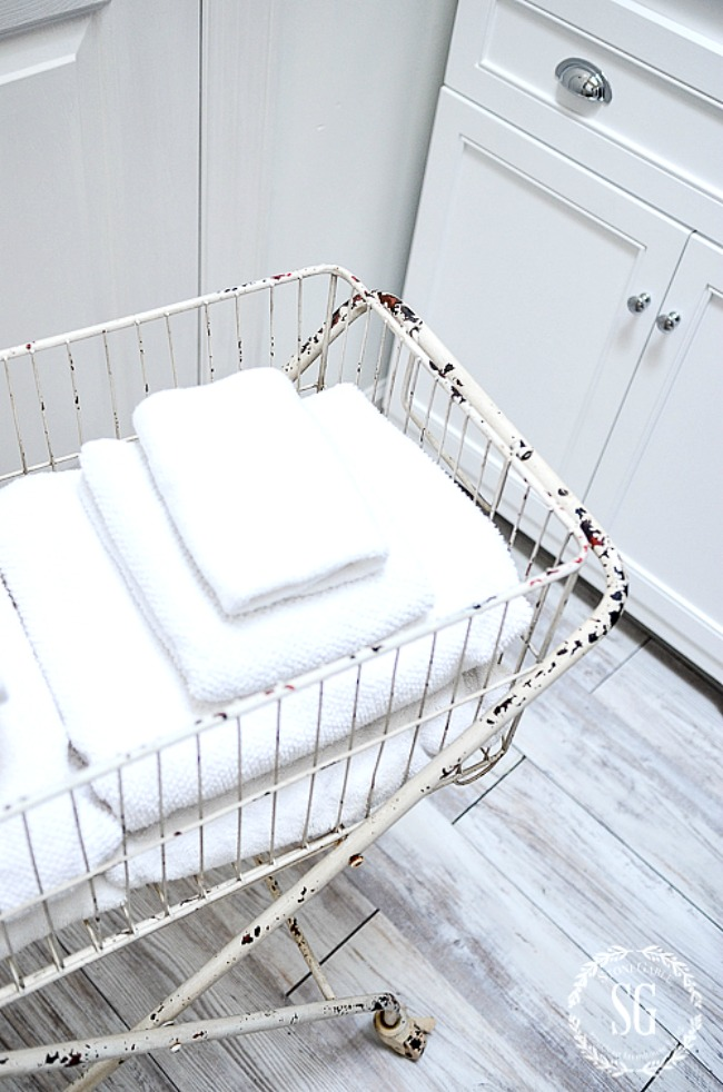 10 BEST ITEMS TO HAVE IN A LAUNDRY ROOM