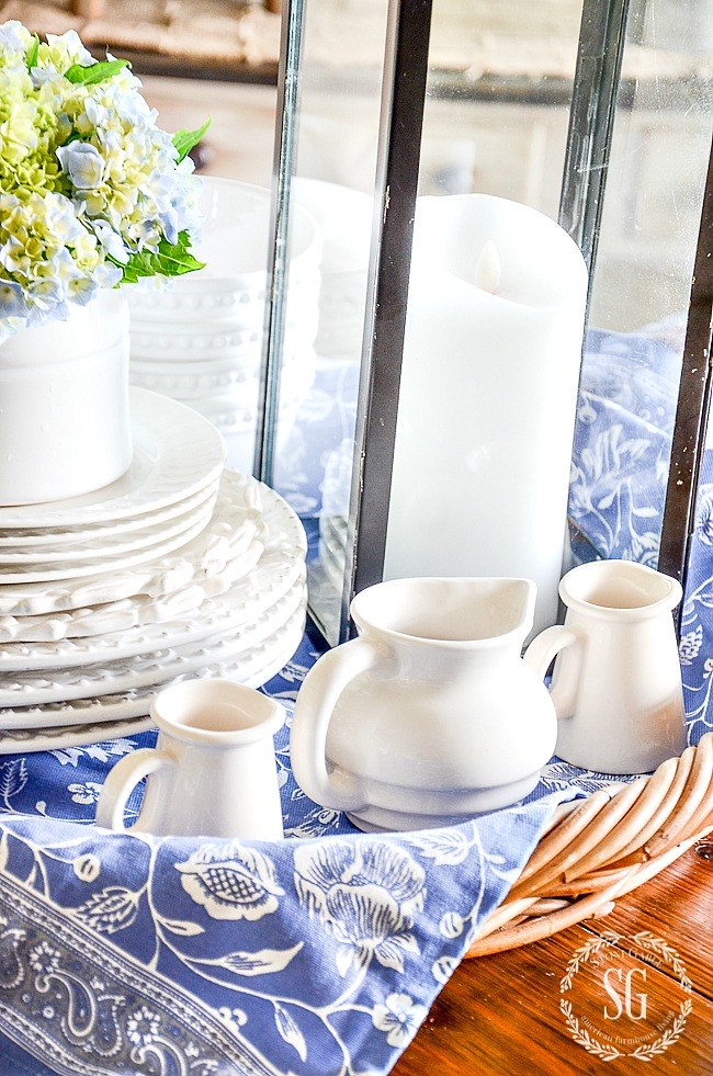 5 TIPS TO CREATE A SUMMERY KITCHEN VIGNETTE- CREATE BEAUTIFUL VIGNETTES WITH THESE 5 EASY STEPS.