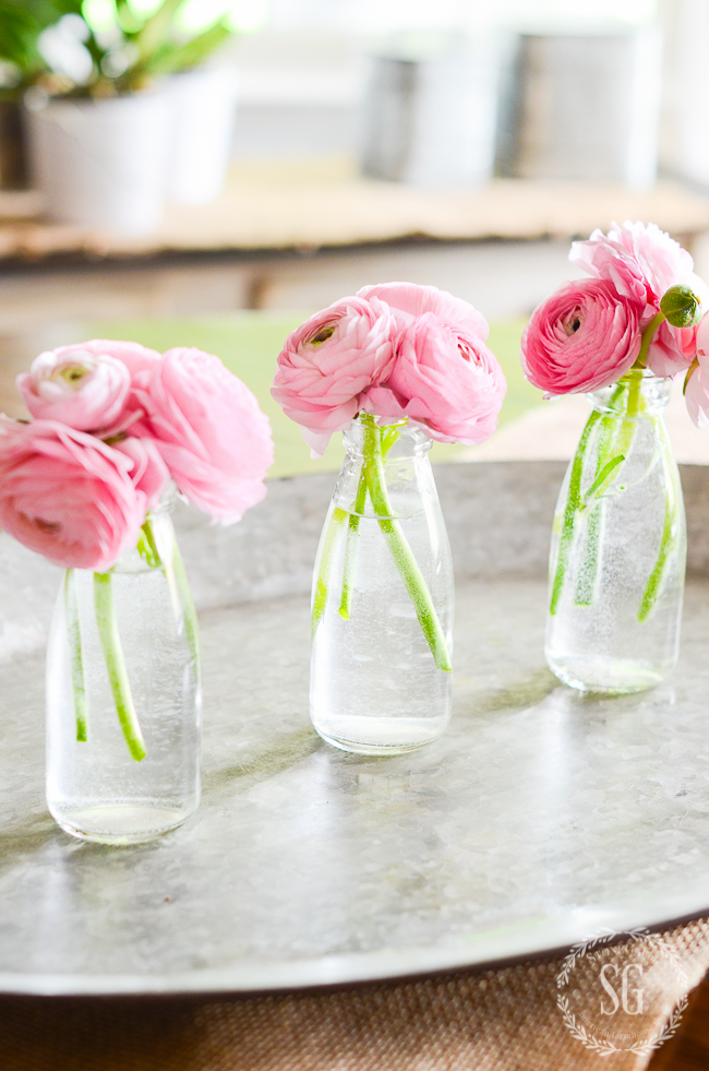 SMALL GLASS VASES WITH FLOWERS