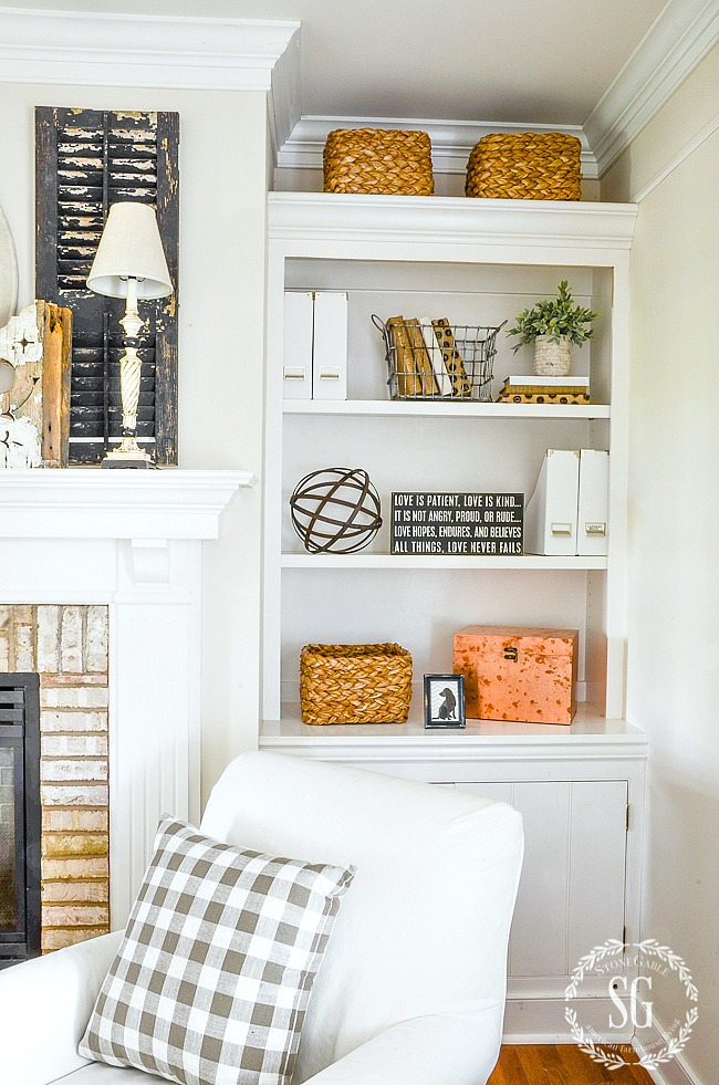styling bookshelves without using books stonegable rh stonegableblog com Decorating Bookshelves around Fireplace How to Decorate a Shelf