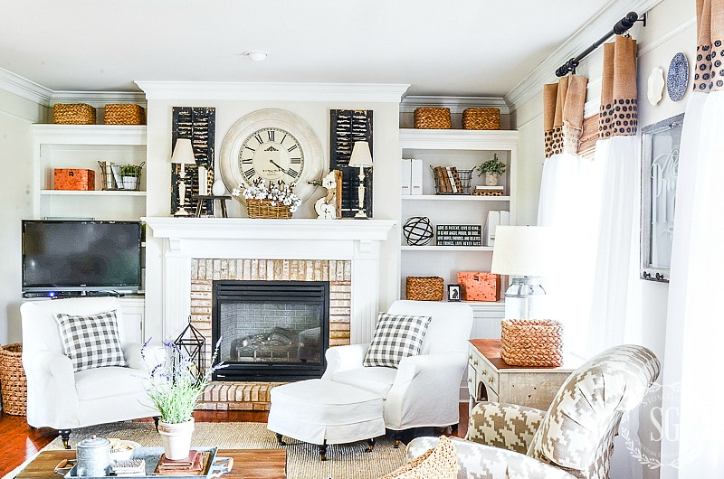 STYLING BOOKSHELVES IN THE FAMILY ROOM- EASY TIPS FOR BEAUTIFUL STYLING