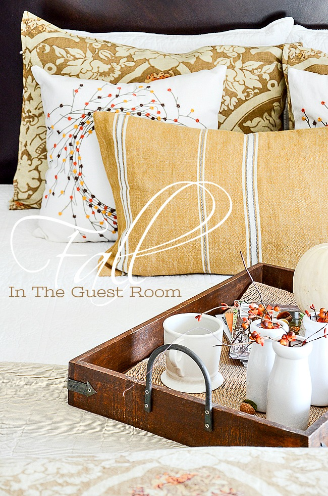 FALL IN THE GUEST ROOM- Here are some creative ways to add a nod to fall in your guest room. Creative and easy ideas!