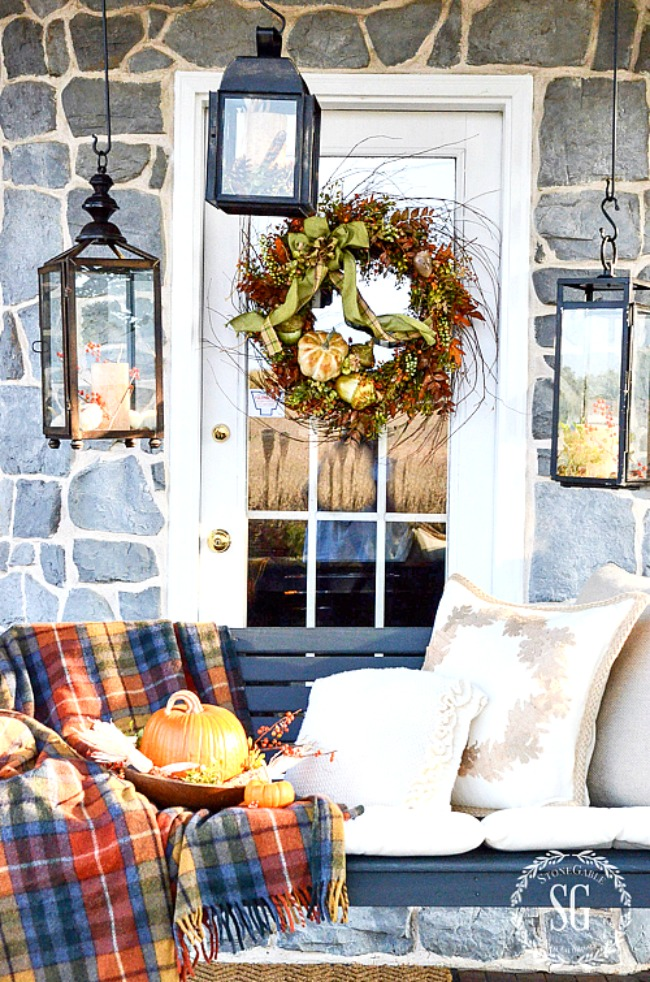 The best of the best ideas for fall outdoor decor.