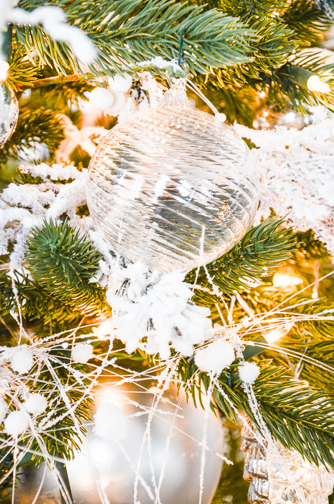 8 Fake Snowballs One Size White Christmas Artificial Decoration Festive Xmas Tree Craft Pom Pom Soft Kids Fun Hanging Snowman