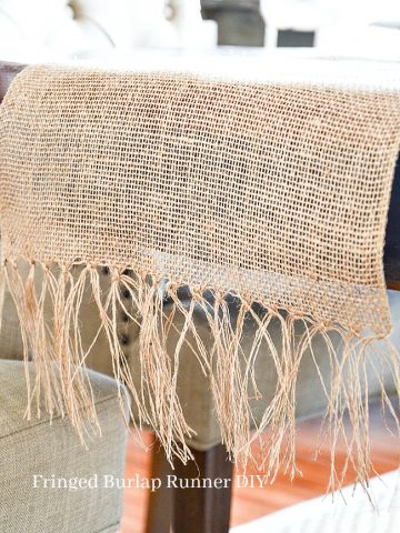 FRINGED BURLAP TABLE RUNNER DIY