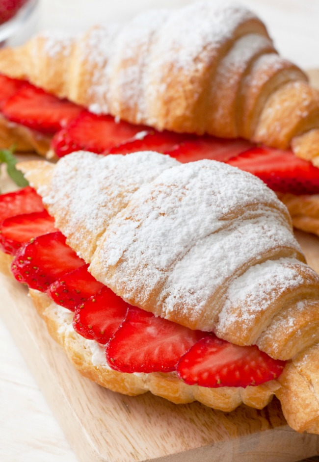STRAWBERRY LEMON MASCARPONE CROSSIANTS