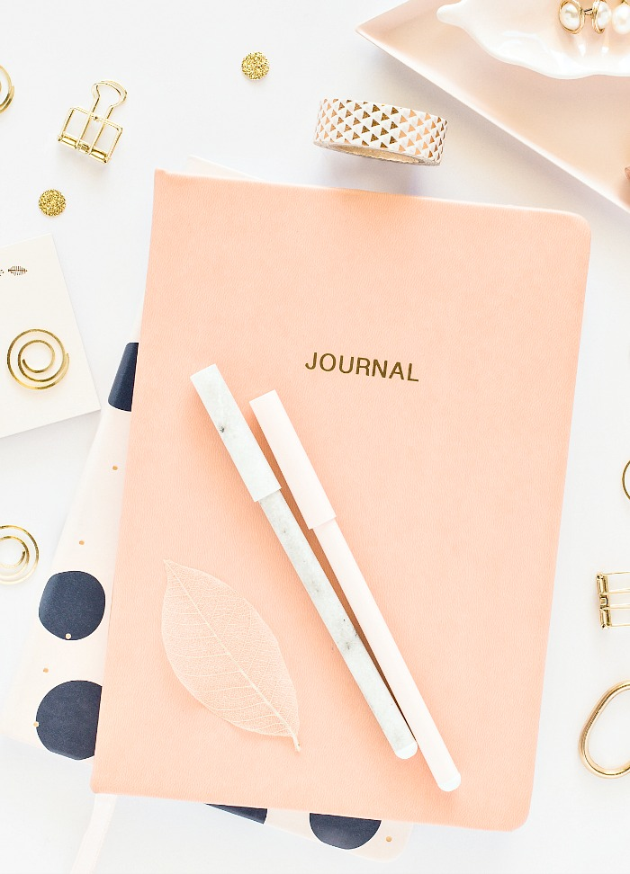 STAY ORGANIZED WITH BULLET JOURNALING- Here's a quick overview of how to stay organized in your home and life using bullet journaling