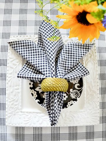 FAVORITE SUMMER NAPKIN FOLDS