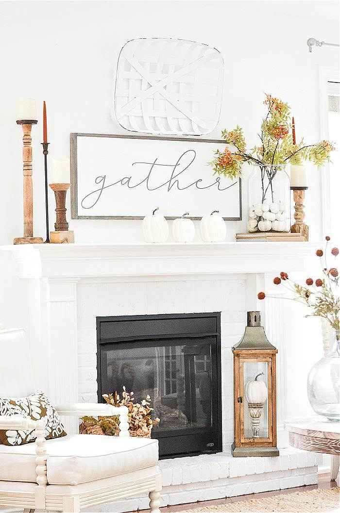 FALL MANTEL IN A LIVING ROOM