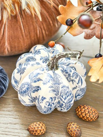 BEAUTIFUL BLUE AND WHITE PUMPKIN DIY