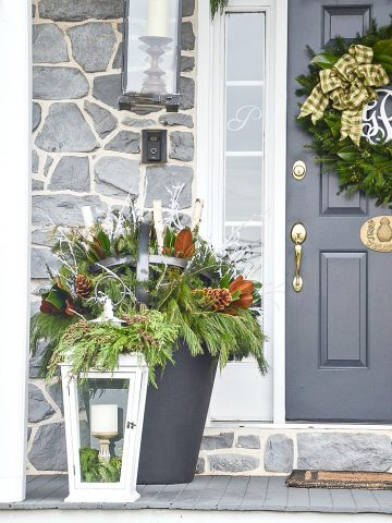 HOW TO DECORATE AN OUTDOOR CHRISTMAS PLANTER