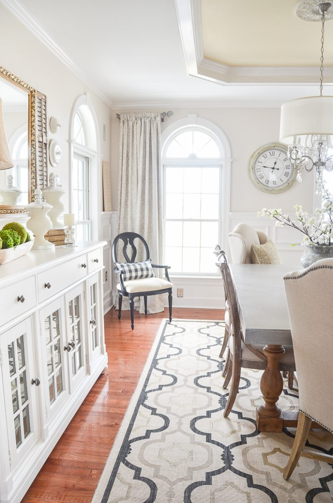 creamy beige walls with white ceiling in the dining room