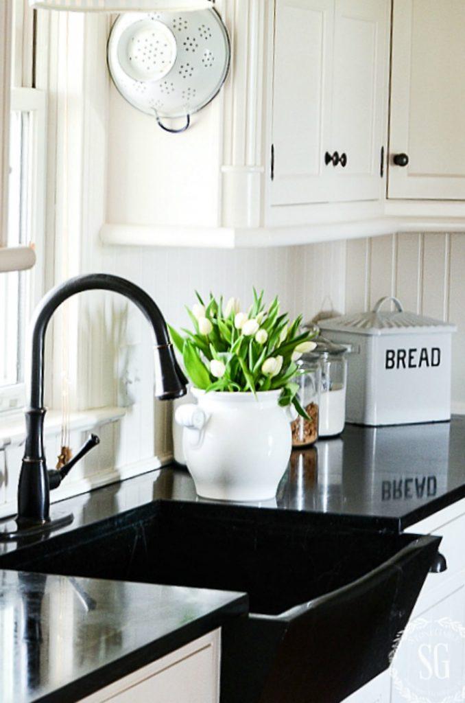 farmhouse kitchen sink in white kitchen