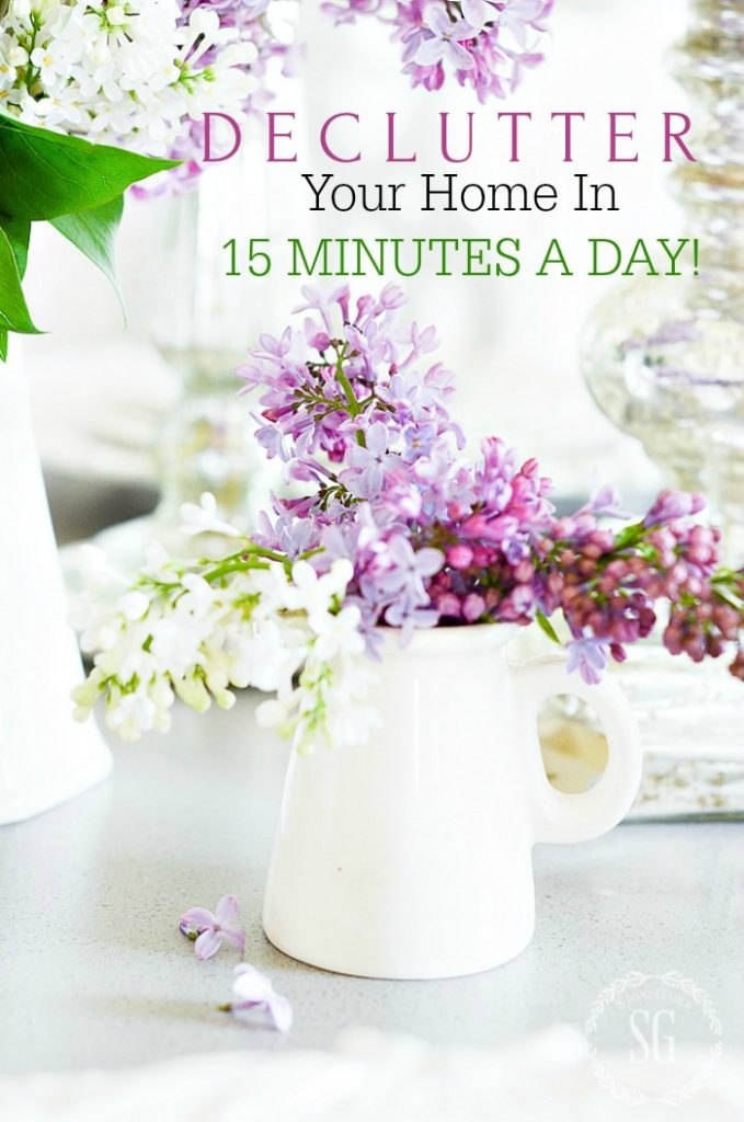 "Words ""DECLUTTER YOU HOME IN 15 MINUTES A DAY"""