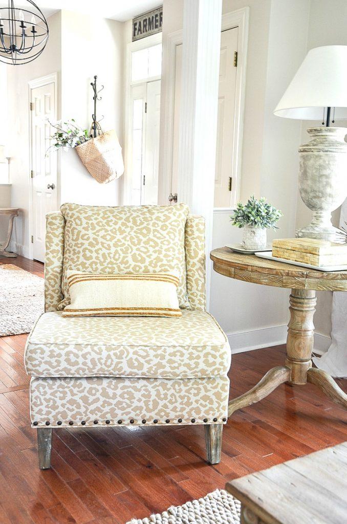 Fine How To Choose The Perfect Accent Chair Stonegable Inzonedesignstudio Interior Chair Design Inzonedesignstudiocom