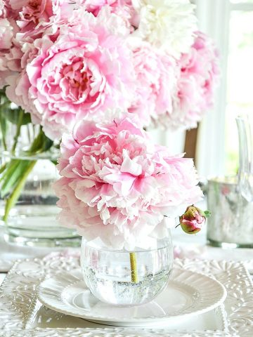 PEONY BOUQUET TABLE IN THE DINING ROOM